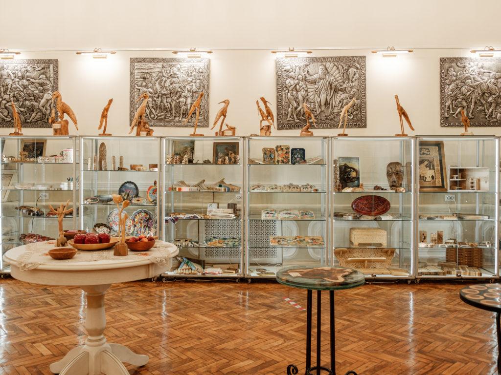 Ставропольский краевой Дом народного творчества приглашает посетить выставку «Древо жизни, древо познания»